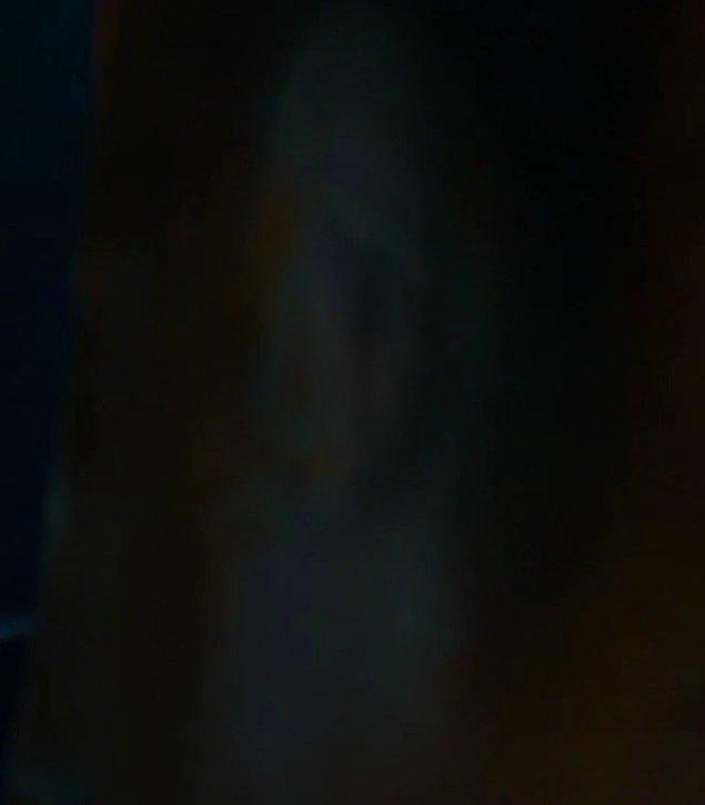 Ya bu arada, Melisandre şu yansımasında Daenerys gibi mi görünüyor yoksa sadece bana mı öyle geliyor? 😨