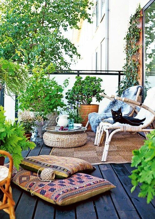 14. Son olarak balkonu şöyle minnoş bir ormana çevirip keyfinize keyif katabilirsiniz!