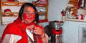 Acısını ve Aşkını Kırmızı Renginde Taşıyan Kadın: Konya'nın 'Deli Kızı' Sultan Özcan