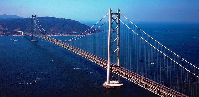 Japonya'da yer alan 3.909 metrelik Akashi Kaikyo Köprüsü'nden geçiş yaklaşık 20 USD