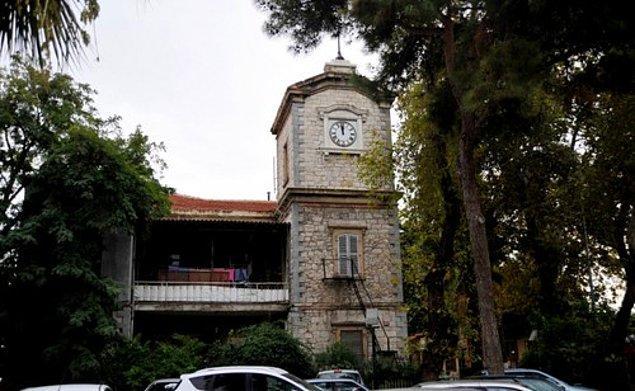 Alsancak Garı Saat Kulesi'nin günümüzdeki görünümü: