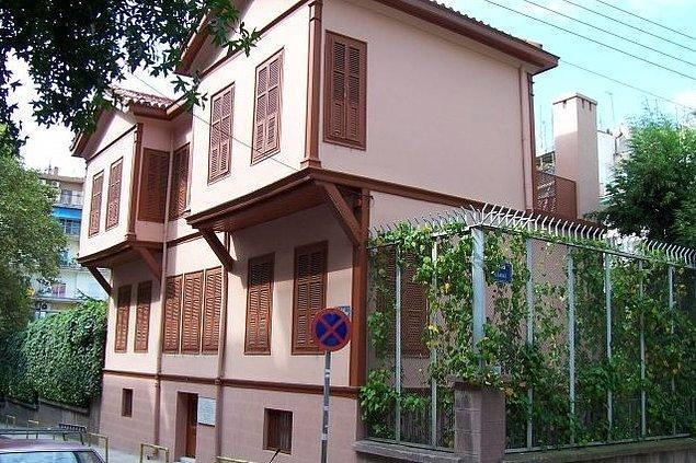 Ve tabii ki Atatürk'ün doğduğu evin Selanik'te olması da aradaki bağı sağlamlaştırıyor.