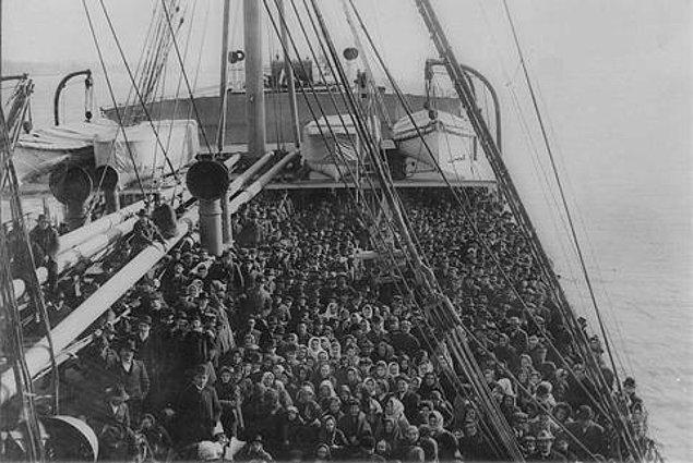 Selanik'ten İzmir'e, İzmir'den Selanik'e çok sayıda mübadil aktarımı da olmuştur.