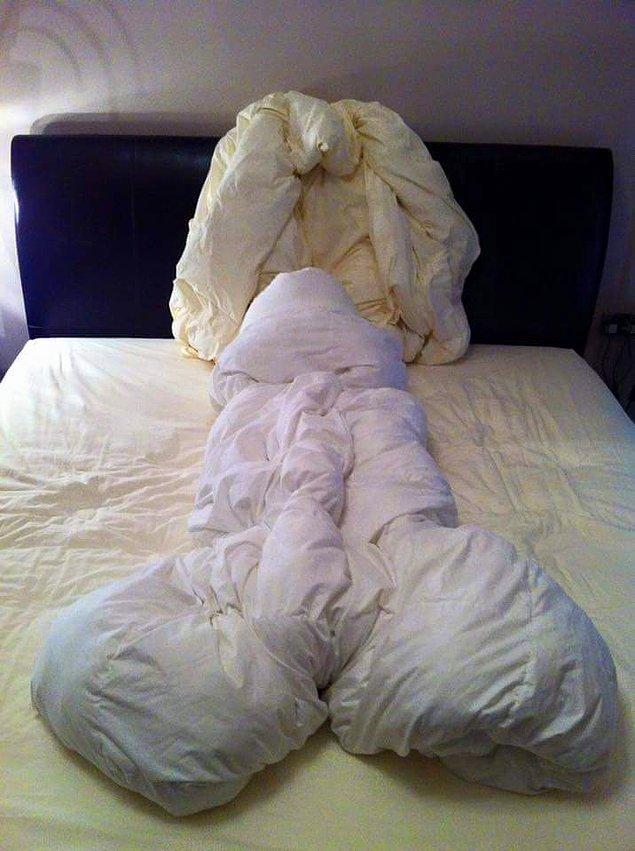 """14. """"Ayıp yatakta olur."""" deyiminin vücut bulmuş hali. Ya o çarşafların, o yastıkların yüzüne bundan sonra nasıl bakacaklar?😂"""