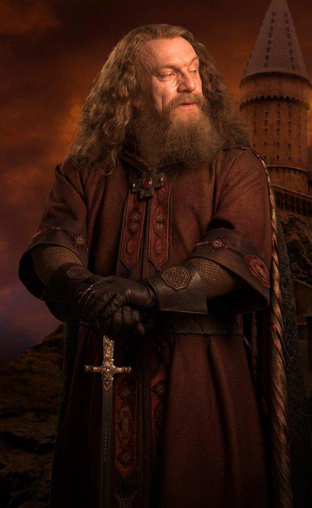 O gün yola düştüğünde kenarda oturan ve kılıcını temizleyen genç Godric Gryffindor ile tanışıyor. Onunda hayalinin aynı şey olduğunu öğreniyor ve beraber yola düşüyorlar.