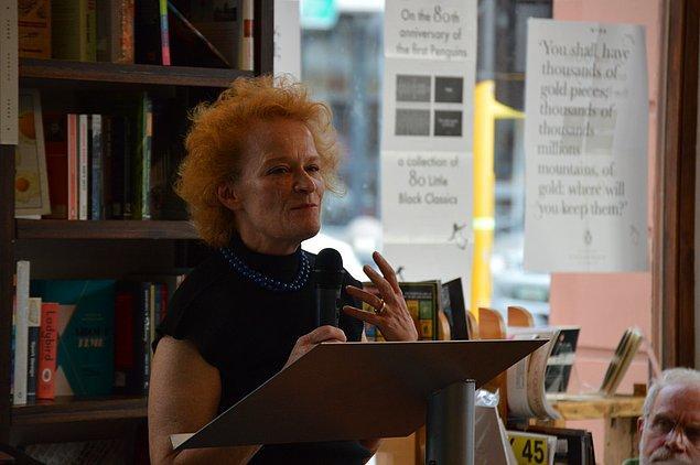 """""""Orijinali İngilizce olan romanlar sadece 263 kopya satarken; çeviri yoluyla İngilizce'ye kazandırılan eserlerin 531 kopya sattığını gördük"""""""