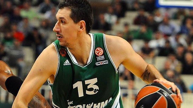 Bir dörtlü final organizasyonunda en fazla asist yapan oyuncu: 18 asist Dimitris Diamantidis (2011)