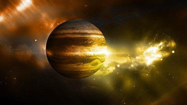 6. Jupiter gezegeninin bilindiği kadarıyla 67 adet uydusu vardır.