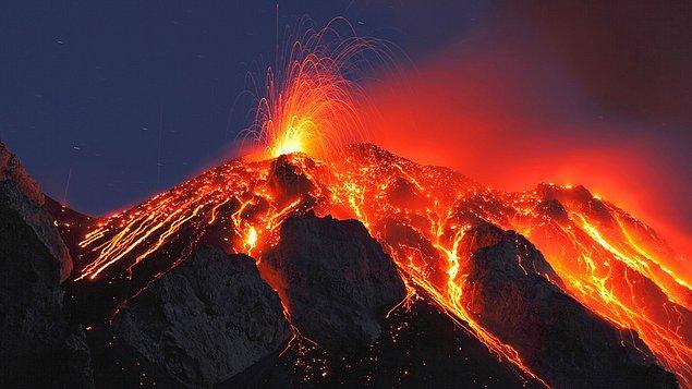 12. Dünya'nın atmosferi, volkanlardan salınan gazlarla oluşmuştur.