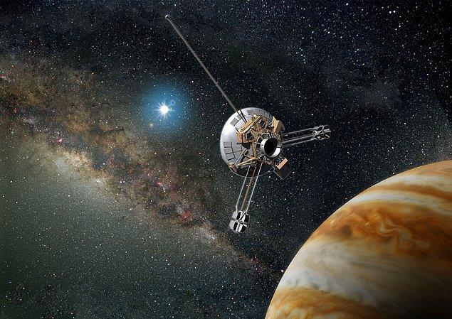 20. Pioneer 10 ve 11 isimli uzay araçları, uzaylılara insanoğlunu anlatan kayıtların yüklendiği metal plaklar barındırmaktadır.