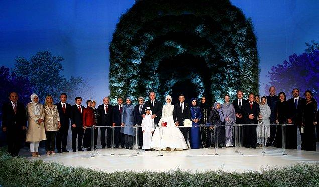 Nikâh şahitleri arasında 11. Cumhurbaşkanı Gül, Başbakan Davutoğlu, Genelkurmay Başkanı Akar ve Meclis Başkanı Kahraman da vardı