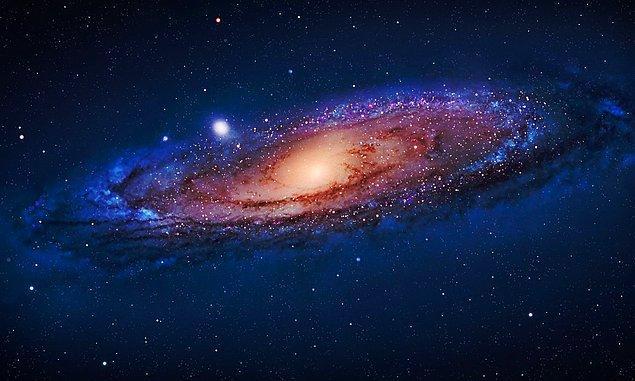30. Andromeda galaksisi, 2.2 milyon ışık yılı uzaklıkla Dünya'ya en yakın galaksidir ve çıplak gözle bile görülebilmektedir.