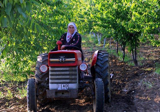 'Gündüz tarlada çiftçiyiz, akşam evde anneyiz'