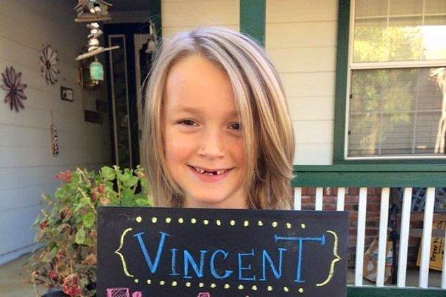 Kanserli çocuklara peruk yapılması için 2 sene boyunca saçını uzatan 7 yaşındaki Vinny Desautels'la tanışın.