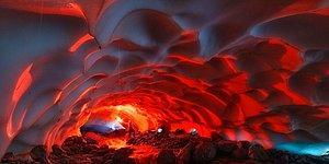 Потрясающая красота ледяной пещеры на Камчатке
