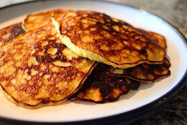 3. Sabah kahvaltısında sürekli yumurta yemekten sıkıldıysanız minik bir malzeme ile değişik bir şeyler yapabilirsiniz!