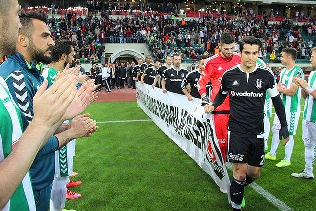 Konyaspor futbolcuları, şampiyon Beşiktaş'ı sahaya çıkarken alkışladı
