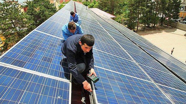 260 güneş paneli ve rüzgar gülü yerleştirildi