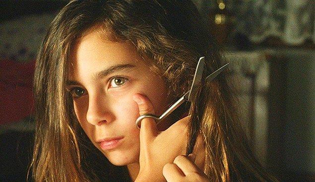 10. Performansıyla dikkat çeken, filmin en genç oyuncusu Güneş Nezihe Şensoy'dan bahsetmemek olmaz.