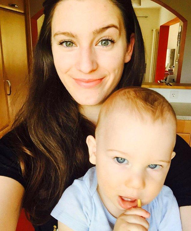 Bir asker eşi olan 21 yaşındaki Naomi Jael Covert, Almanya'daki Vilseck kasabasında yaşıyor. Kucağındaki tatlı bebek ise 10 aylık oğlu TJ.