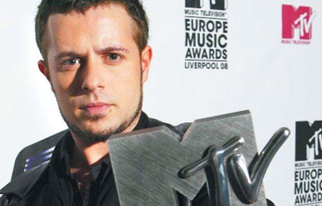 """5. """"Avrupa'nın En İyi Sanatçısı"""" Emre Aydın."""