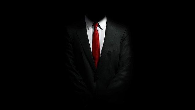 """"""" İlk başta tedirgin olsalar da takım elbisem ve kravatım onlara güven vermişti."""""""