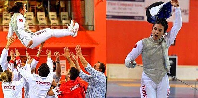3 sene üst üste Türkiye şampiyonu oldu ve Prag'da yapılan Avrupa eleme müsabakalarında ilk ikiye kalarak olimpiyatlara katılmaya hak kazandı. Tebrikler İrem! 👏
