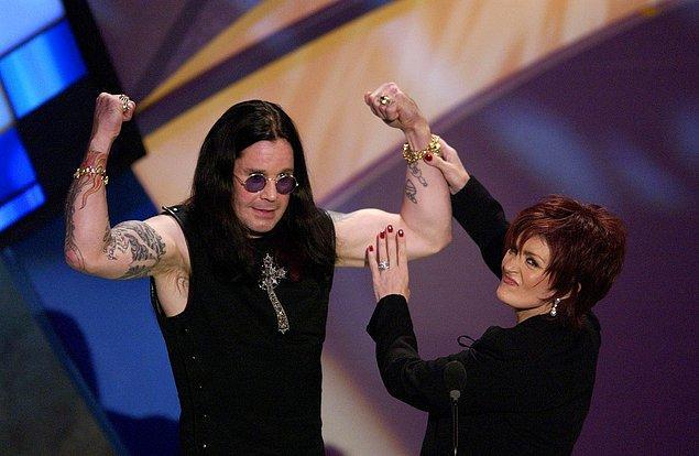 Çiftin arası, Ozzy terapi seanslarına katılıp ayık kalmaya başladığında bir nebze olsun düzeldi.