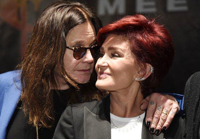 Boşanmak için avukatlarıyla görüşen Sharon'ı vazgeçirmek için sevgilisinden ayrıldığını söyleyen Ozzy Osbourne'un, bu şekilde evliliğini kurtarmaya çalıştığı da söylentiler arasındaydı.