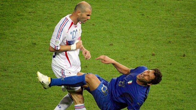 10. Zidane da Materazzi'ye gömçürdüğü kafayı Dünya Kupası finalinde atmıştı