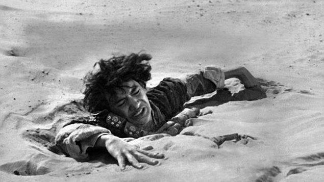 2. Tamam, bu şekilde kuma batıp çırpındıkça daha fazla gömülebilirsiniz. Peki bataklık sizi gerçekten tamamen yutabilir mi?