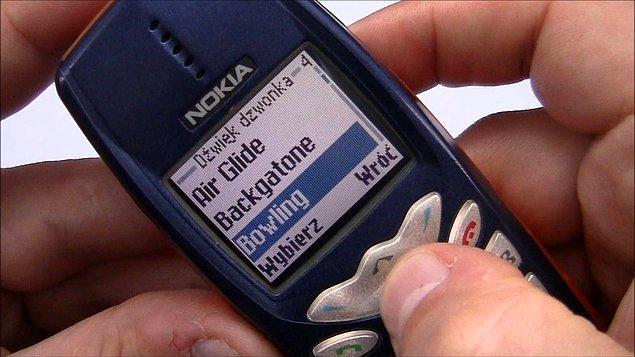 8. Bütün boş vakitler, telefona yeni bir melodi eklemeye çalışarak geçirilirdi.
