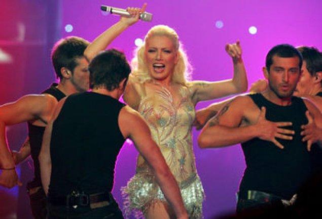 """7. O zamanlar Eurovision'a katılıyorduk... 2006'da Sibel Tüzün """"Süper Star"""" şarkısıyla yarışmıştı ve 11 .olmuştu."""