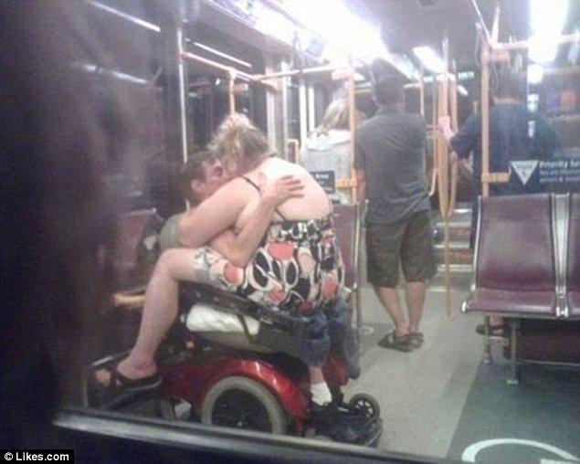 7. Ne de metro yolculuğu yaparken...