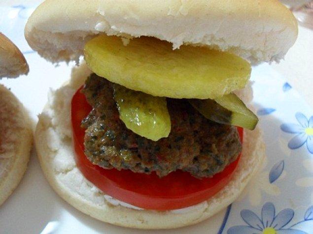 8. Öyle bir ev hamburgeri ki sen onu değil de o seni yiyecek.