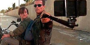 Efsane Filmlerdeki Silahları Selfie Çubuklarıyla Değiştiren Projeden 22 Eğlenceli Fotoğraf