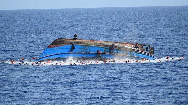 Kurtarma çalışmalarına çok sayıda deniz botu ve bir helikopter katıldı