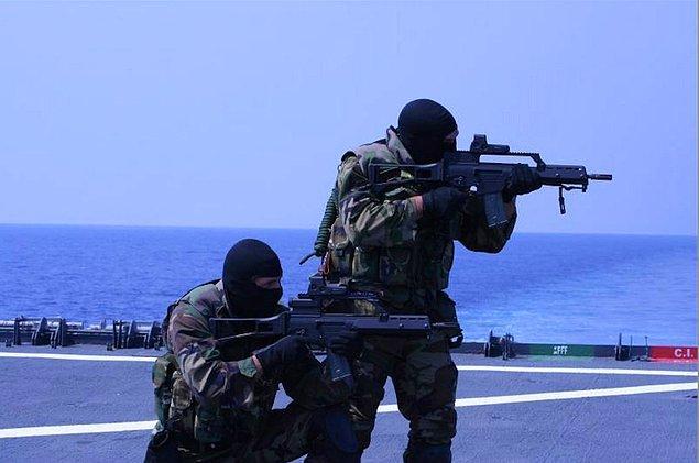 Подразделение специальных операций испанского флота давно является одним из самых уважаемых в Европе. Оно было образовано в 1952 году, укомплектовано добровольцами и называлось «рота альпинистов-водолазов», после чего, подобно британской особой воздушной службе, трансформировалось в элитное подразделение.