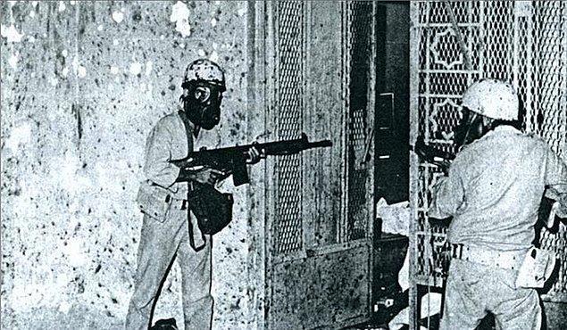 Одним из самых ярких эпизодов в истории GIGN был захват мечети Аль-Харам в Мекке в 1979 году. Так как немусульмане не могут быть допущены на территорию священного города, трое служащих GIGN оперативно приняли ислам, после чего присоединились к войскам Саудовской Аравии в операции по освобождению мечети.