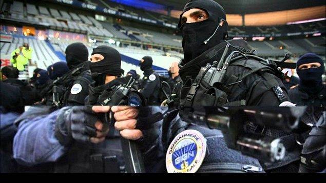 Немногие антитеррористические формирования в мире могут сравниться со спецназом жандармерии Франции, группой вмешательства GIGN. Участники группы специально тренируются для работы в ситуациях, связанных с захватом заложников. Как утверждается, с момента создания группы в 1973 году на ее счету более 600 спасенных заложников. Законы Франции запрещают публиковать фотографии лиц военнослужащих, входящих в это подразделение.