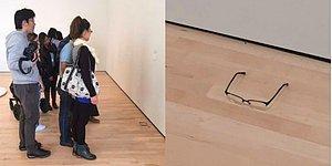 Забытые на полу в музее очки приняли за произведение искусства