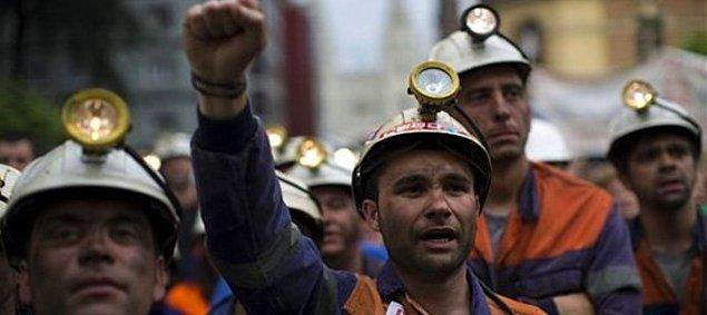 7. Üç kuruş paraya, yerin metrelerce kat altına hala önlem alınmadan gönderilen işçiler.