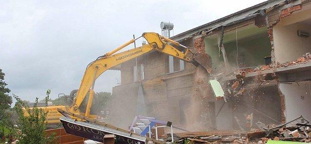 11. Rant kavgaları, birilerin çıkarları yüzünden yıkılan evler. Evsiz kalan insanlar...