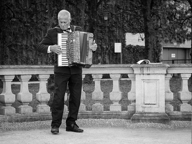 8. Sokak müziği vazgeçilmezdir.