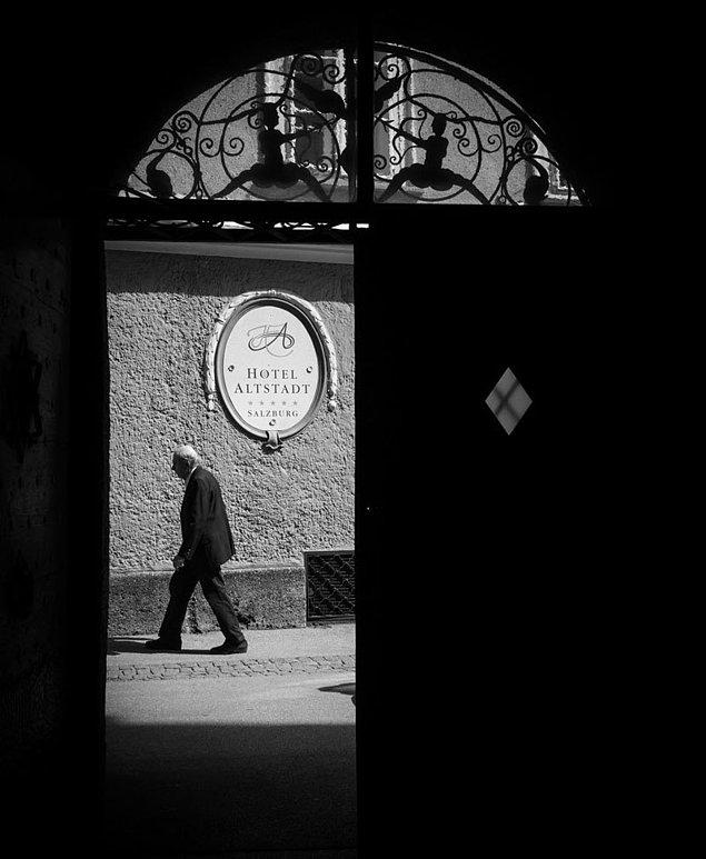 12. Sokak fotoğraflarının vazgeçilmesi: bir pasaj ve sokak kapısı.