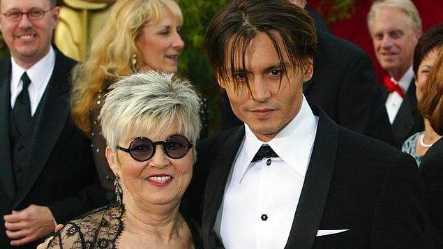 Johnny Depp geçtiğimiz günlerde çok düşkün olduğu annesini kaybetti.