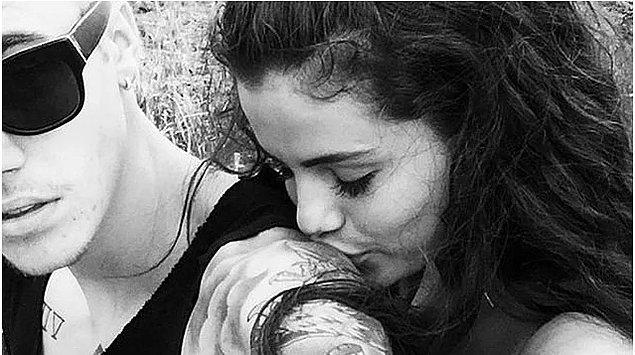 Bir gün Selena Gomez'le sarıldıkları fotoğrafı Instagram'ından paylaşıyor...