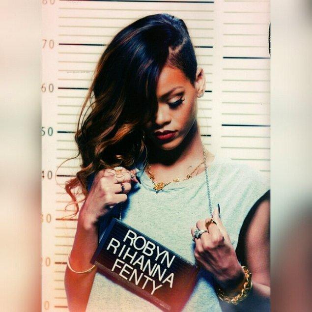 "2.Tam adı ""Robyn Rihanna Fenty""."