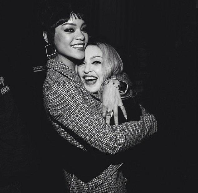 16.Rihanna tam bir Madonna aşığı.