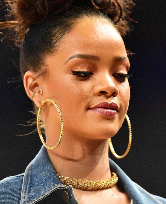 24.Rihanna fotoğrafları;